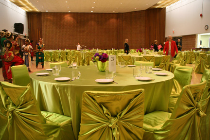 An example of a nicely decorated meeting room